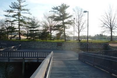 Foot bridge to Lady Bird Johnson Park (Columbia Island) from the Boundary Channel Dr. parking area image. Click for full size.