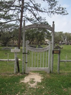 Entrance to Lamar Cemetery image. Click for full size.