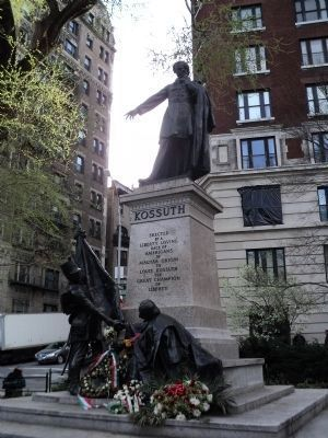 Kossuth Monument image. Click for full size.