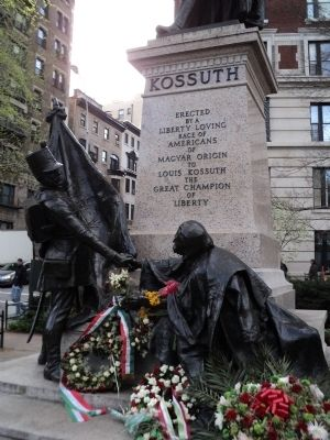 Detail of Lajos Kossuth Monument image. Click for full size.