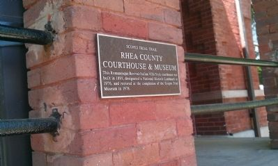 Plaque on courthouse porch image. Click for full size.