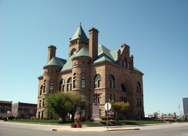 Blackford County Courthouse - - Hartford City, Indiana image. Click for full size.