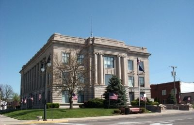 Jay County Courthouse - - Portland, Indiana image. Click for full size.