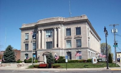 Jay County Courthouse -and- the Marker image. Click for full size.