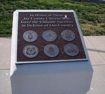 Center Plaque - - Jay County Veterans Honor Roll Marker image. Click for full size.