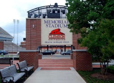 Memorial Park<br>South Entrance (The Scroll of Honor) image. Click for full size.