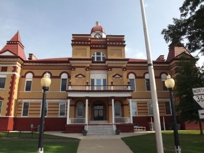 Gibson County Courthouse image. Click for full size.
