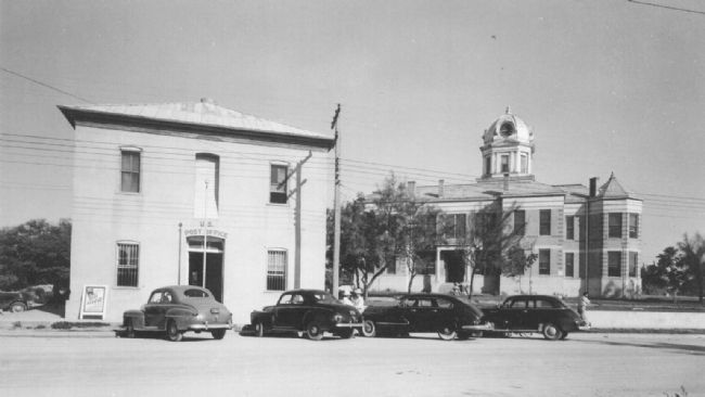 Las Moras Masonic Lodge Building serving as U.S. Post Office. image. Click for full size.