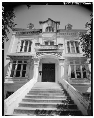 Detail of front stair and entrance image. Click for full size.