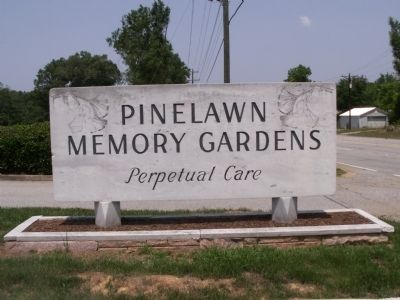 Pinelawn Memory Gardens Sign image. Click for full size.