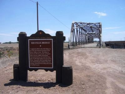 Rio Felix Bridge Marker and Bridge image. Click for full size.