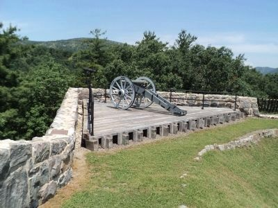 Marker and Fort Putnam Artillery image. Click for full size.