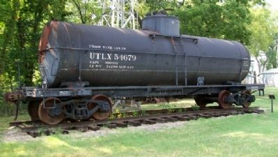 Union Tank Car and Marker image. Click for full size.