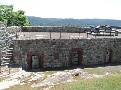 Marker and Cannons at Fort Putnam image. Click for full size.