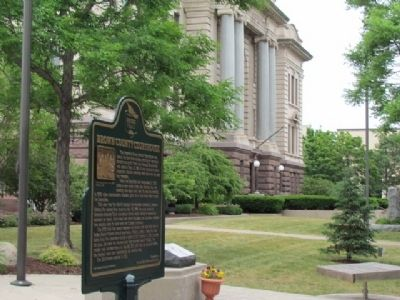 Brown County Courthouse and Marker image. Click for full size.