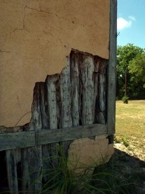 Close up of Montalvo House cedar post and plaster construction image. Click for full size.