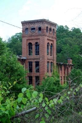 Five-story Mill Tower image. Click for full size.