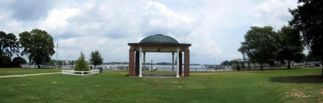 Elizabeth City Waterfront Park image. Click for full size.