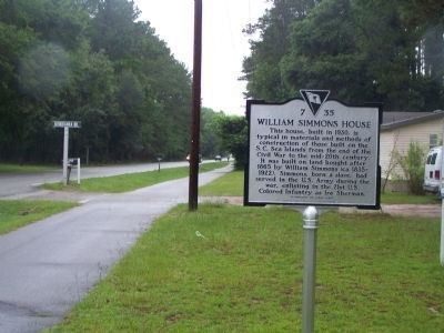 William Simmons House Marker, seen along Gumtree Road, looking north image. Click for full size.