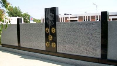 Veterans Memorial (back) image. Click for full size.