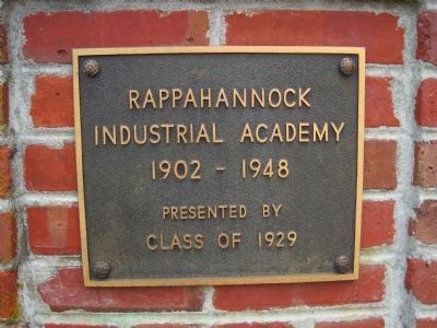 Sign on the entrance gateposts for the Rappahannock Industrial Academy image. Click for full size.