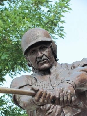Robin Yount Statue image. Click for full size.