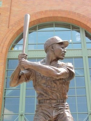 Henry Aaron Statue image. Click for full size.