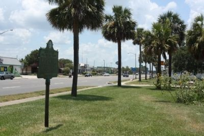 Doolittle's 1922 Record Flight Marker, looking west, Beach Boulevard image. Click for full size.