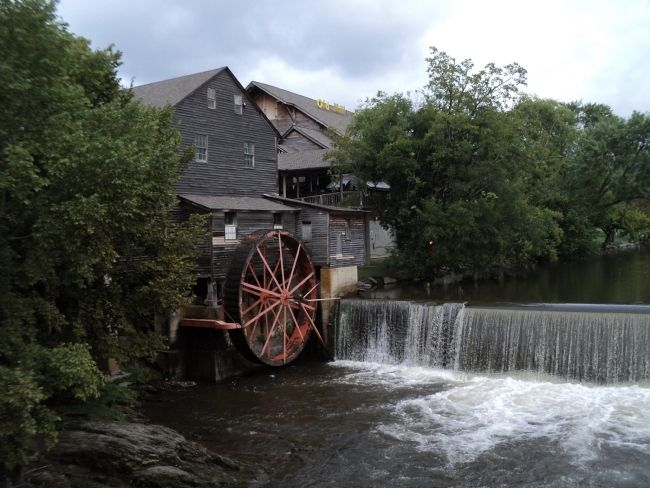 Old Pigeon Forge Mill image. Click for full size.
