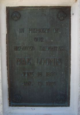 Memorial Dedication Plaque to Mae Loomis image. Click for full size.