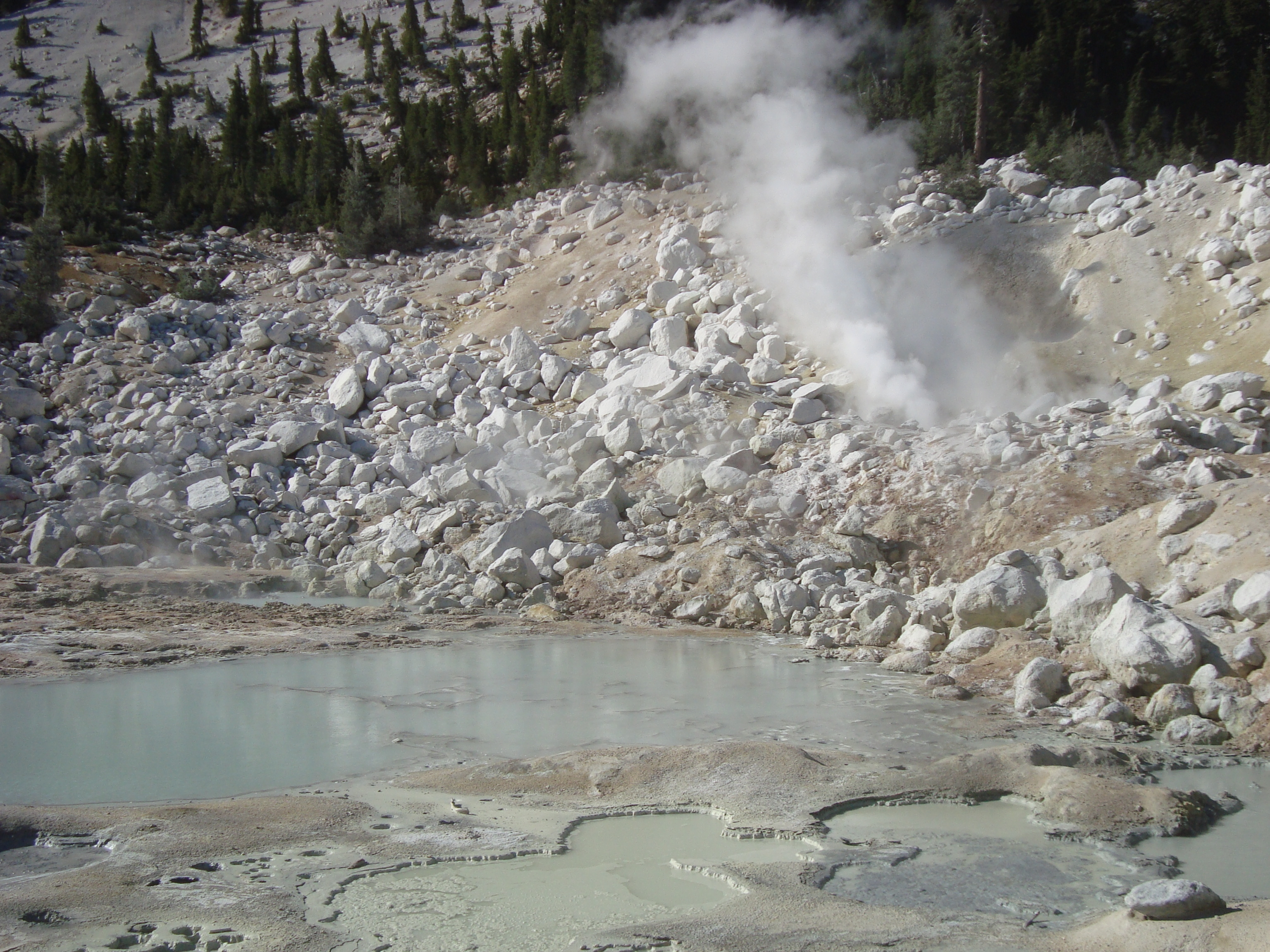 Bumpass Hell, hot springs