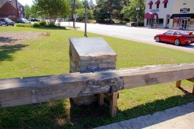 World's Longest Courthouse Bench Marker image. Click for full size.