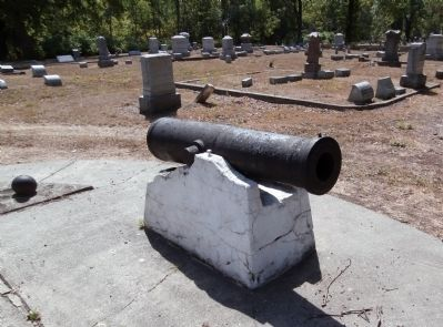 Right Cannon - - (No markings noted.) image. Click for full size.