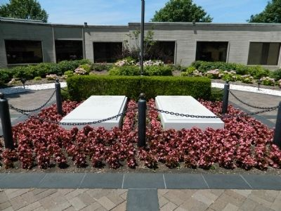 Harry and Bess Truman Graves image. Click for full size.
