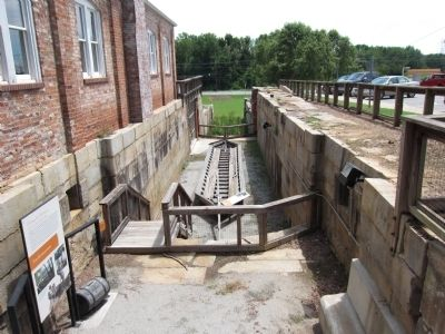 Canal Lock and Batteaux image. Click for full size.