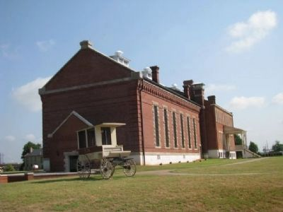 Fort Smith Courthouse, jail & barracks image. Click for full size.