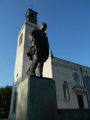 Winston Churchill Statue image. Click for full size.