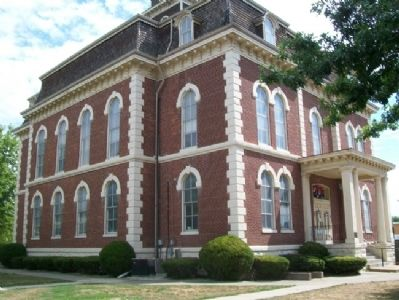 Effingham County Courthouse image. Click for full size.