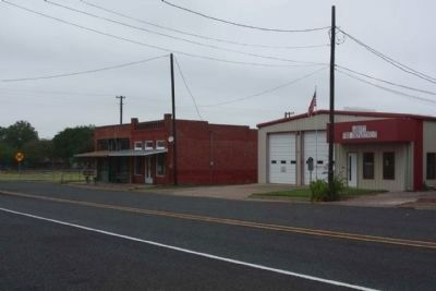 Abbott Marker, seen along E Walnut Street image. Click for full size.