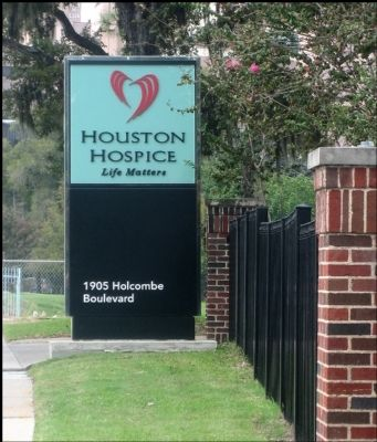 Holcombe House Hospice Sign image. Click for full size.