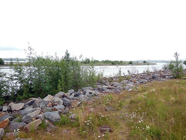 Tanana River, view northeast (toward Fairbanks), near marker image. Click for full size.
