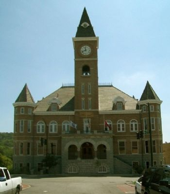 Historic Washington County Courthouse image. Click for full size.
