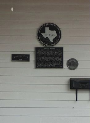Abbott House Marker, also included Recorded Texas Historic Landmark Medallion (r) image. Click for full size.