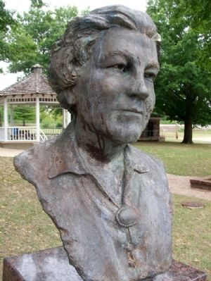 Laura Ingalls Wilder Bust image. Click for full size.