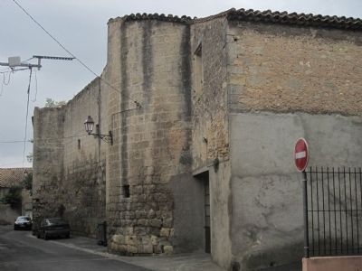Outer wall of Le Château de l'archevêque image. Click for full size.