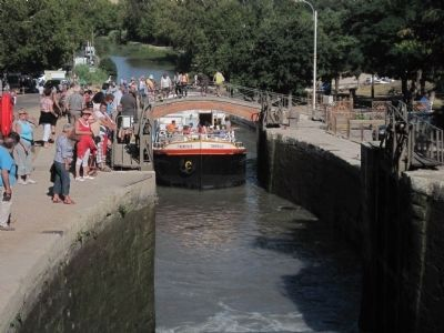 Action at the Fonserane Locks image. Click for full size.