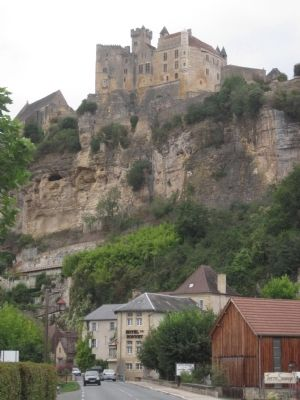 Chateau de Beynac above the town of Beynac-et-Cazenac. image. Click for full size.