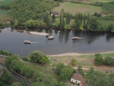 'Replicas' of the Gabares still ply the Dordogne River with tourists. image. Click for full size.