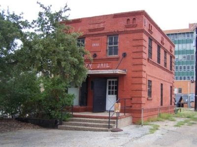 Corsicana City Jail of 1908 Marker, seen left, behind steel door image. Click for full size.
