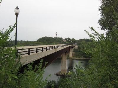Looking over the Rumsey Bridge at Ferry Hill image. Click for full size.